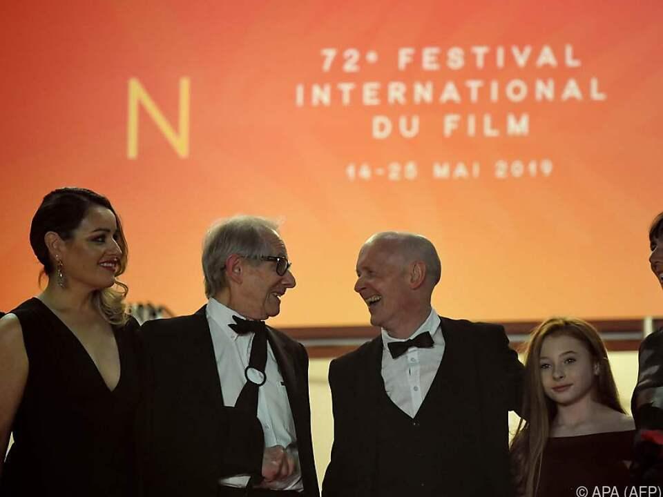 Ken Loach (2. v. l.) mit seiner Crew in Cannes