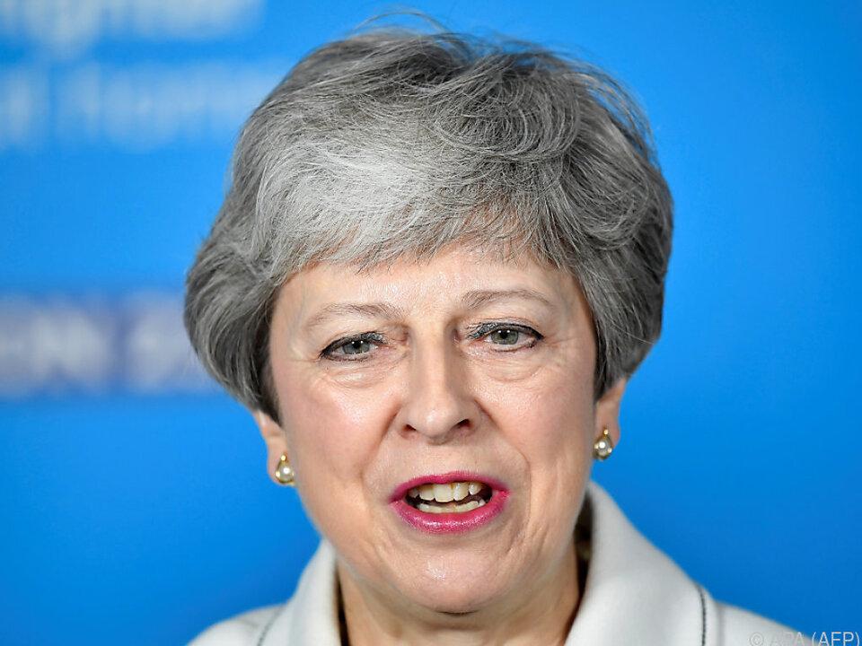 Austritt aus der EU - Brexit: Britische Regierungschefin verspricht Abgeordneten