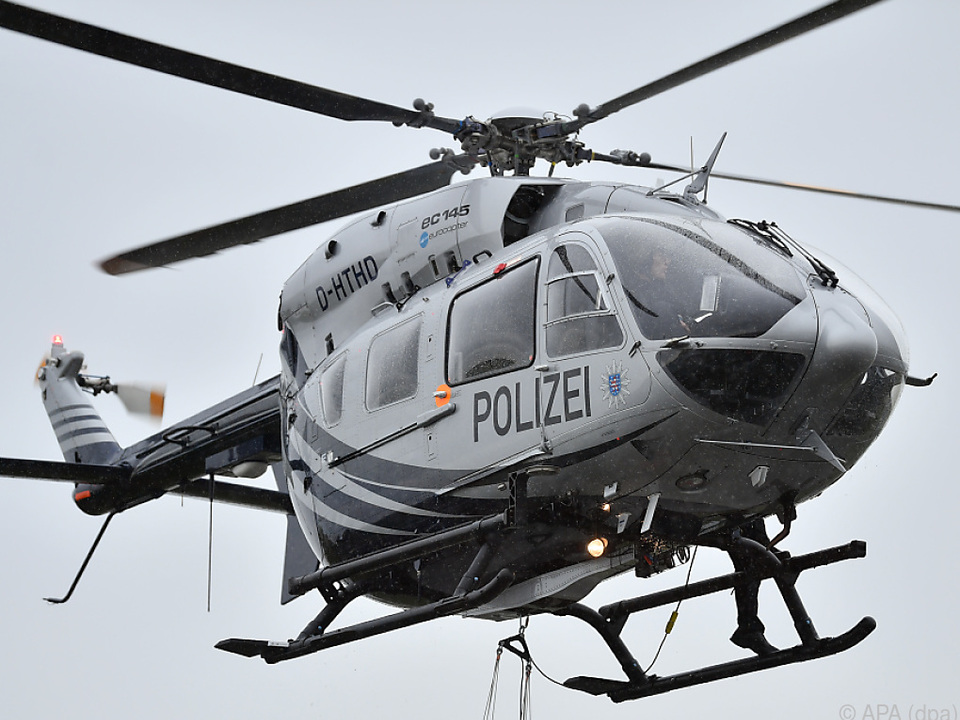 Nach dem flüchtigen Autofahrer wurde auch per Helikopter gefahndet