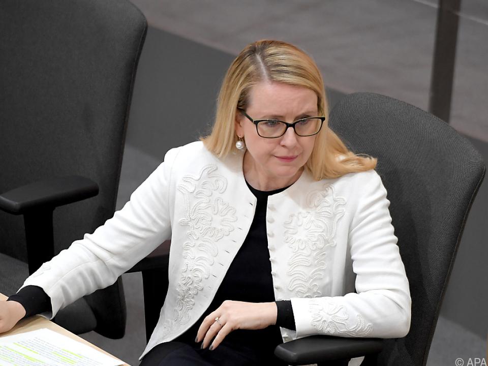 Schlappe für Wirtschaftsministerin Schramböck