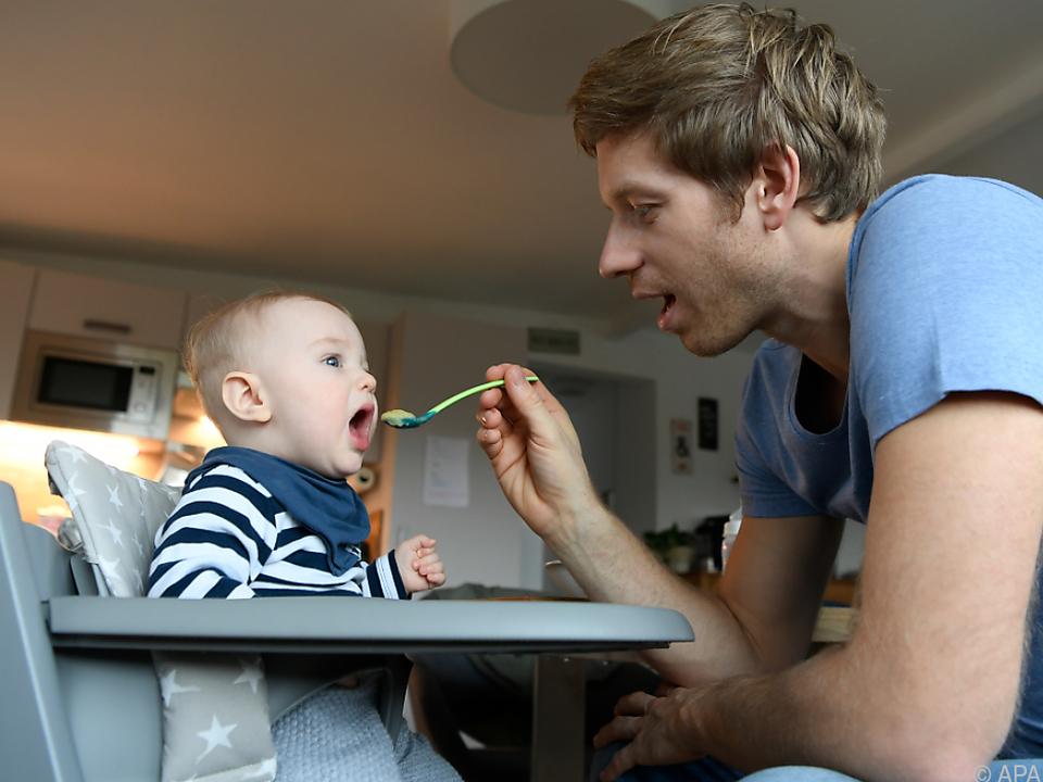 Wer Kinder hat, der verbringt mehr Zeit daheim