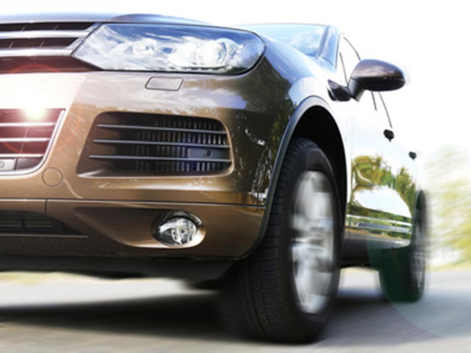 Auto Pkw ©-Africa-Studio---Fotolia.com-auto-auto-speed-suv-sym-geländewagen-geschwindigkeit