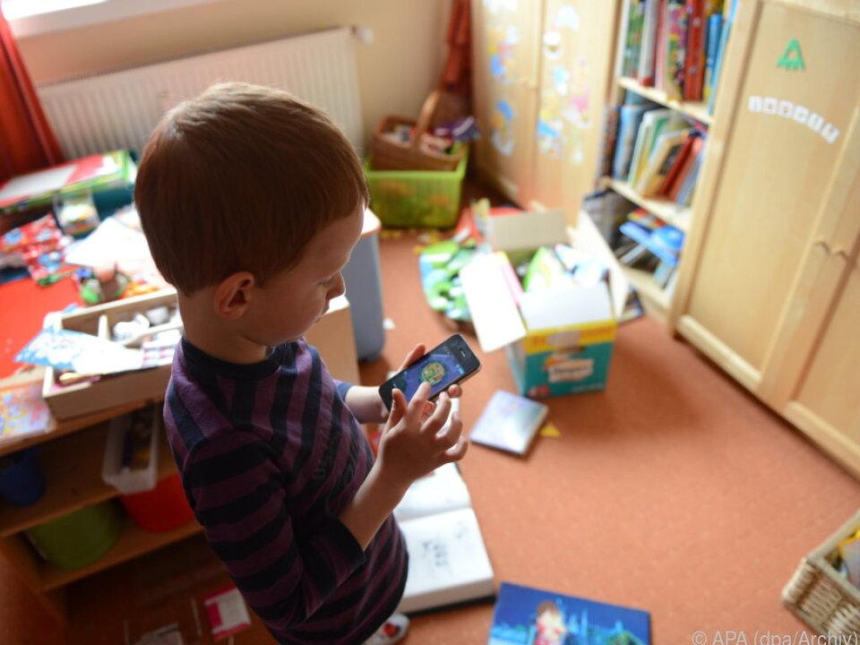 Das Smartphone dringt bis ins Kinderzimmer vor