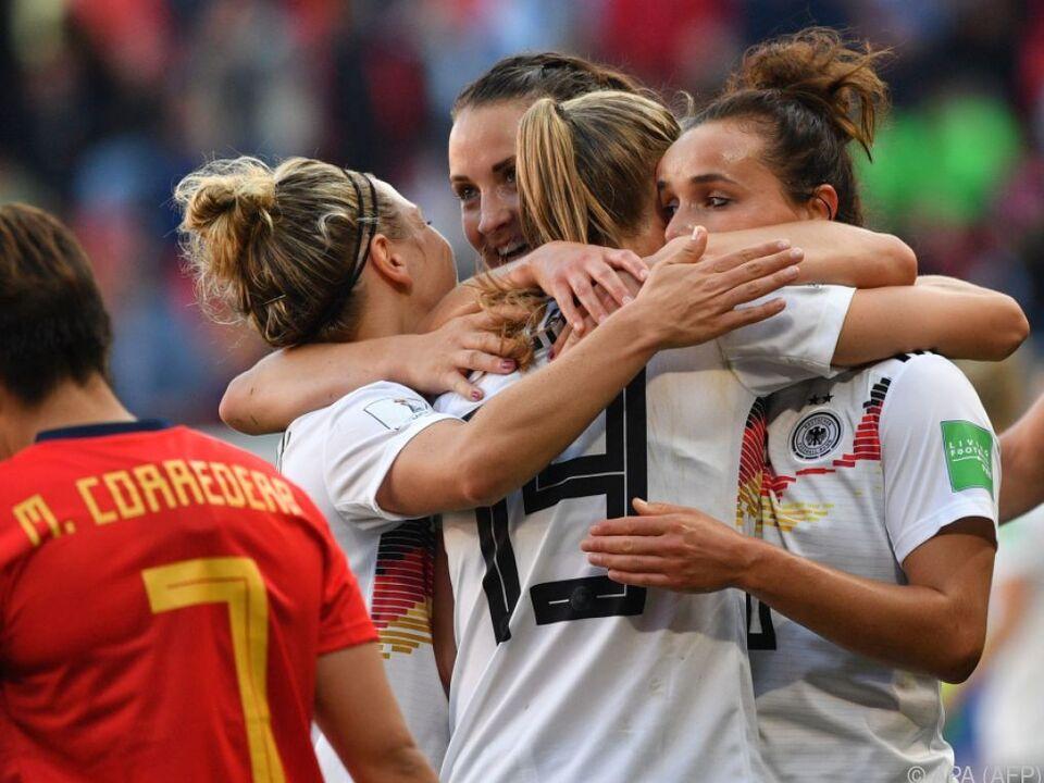 Deutsche Spielerinnen feiern knappen Sieg gegen starke Spanierinnen