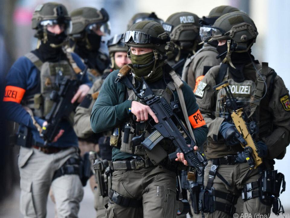 Drei der unter Verdacht stehenden Polizisten gehören dem SEK an