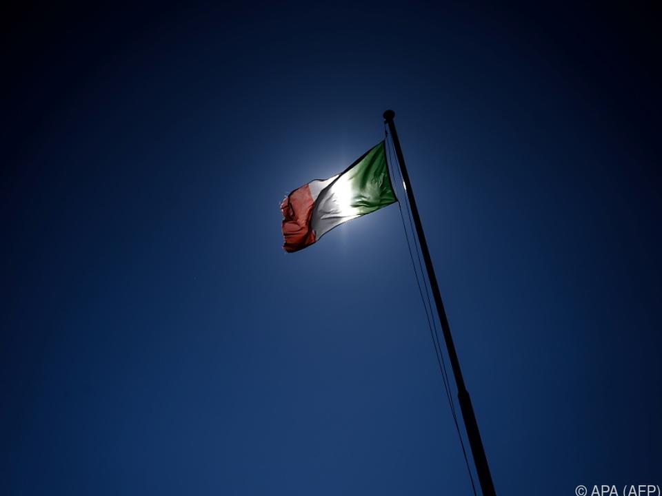 Italien möchte Dialog mit EU-Kommission fortsetzen symbol tricolore trikolore fahne flagge