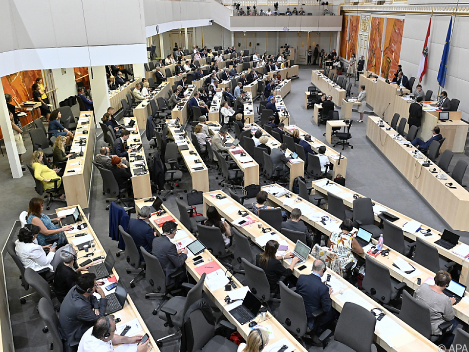 Nationalrat mit neu besetzter Regierungsbank