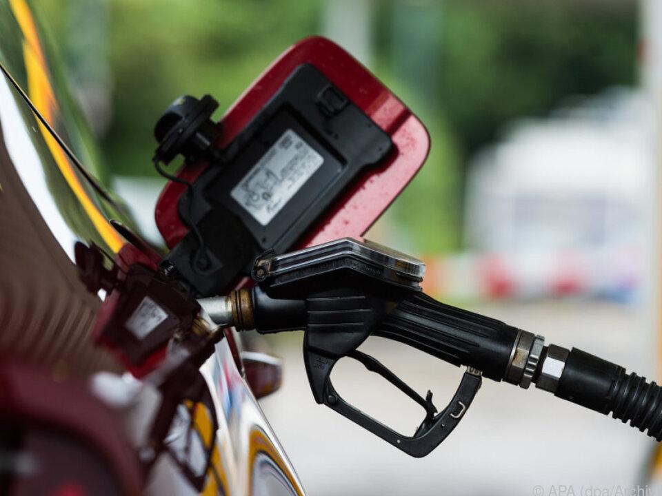 Preise an Tankstellen variieren je nach Land