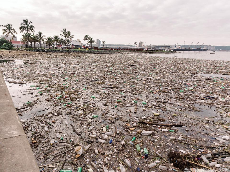 Tonnen von Müll in den Meeren