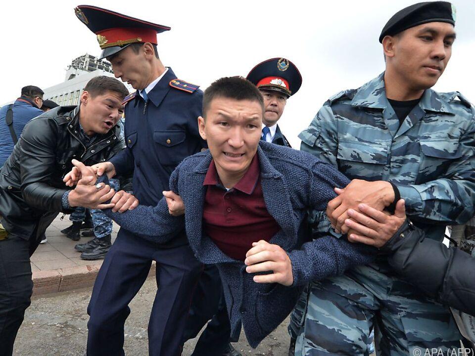 Zahlreiche Festnahmen bei Protesten in Hauptstadt Nur-Sultan