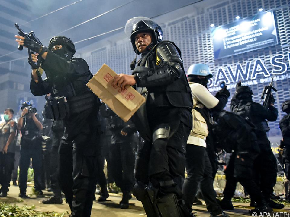 Dicke Polizisten haben Probleme bei der Verbrecherjagd