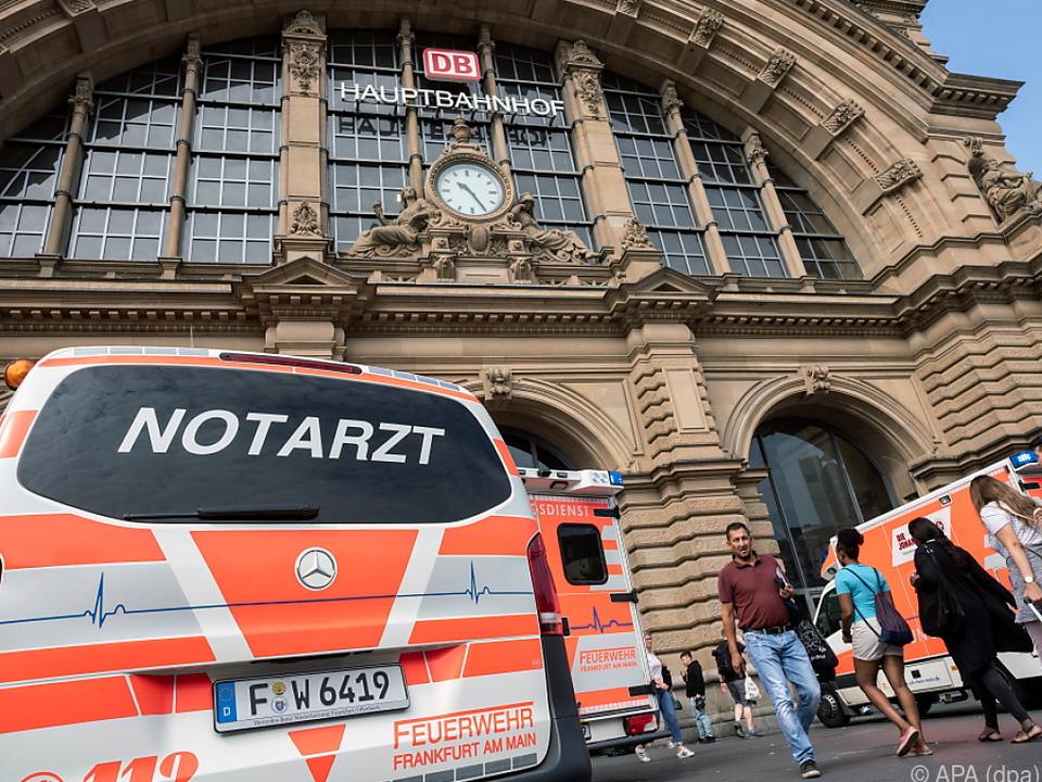 Frankfurt Bahnhof Kind Vor Zug Gestoßen