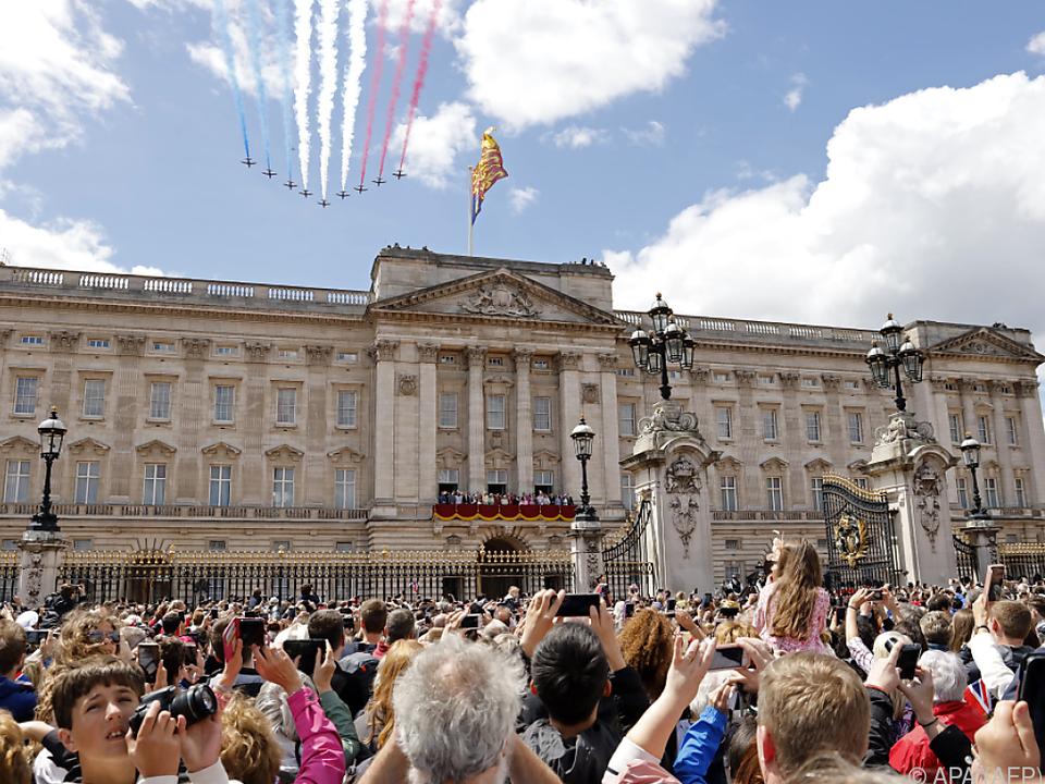 Immer wieder schauen ungebetene Besucher im Buckingham Palace vorbei
