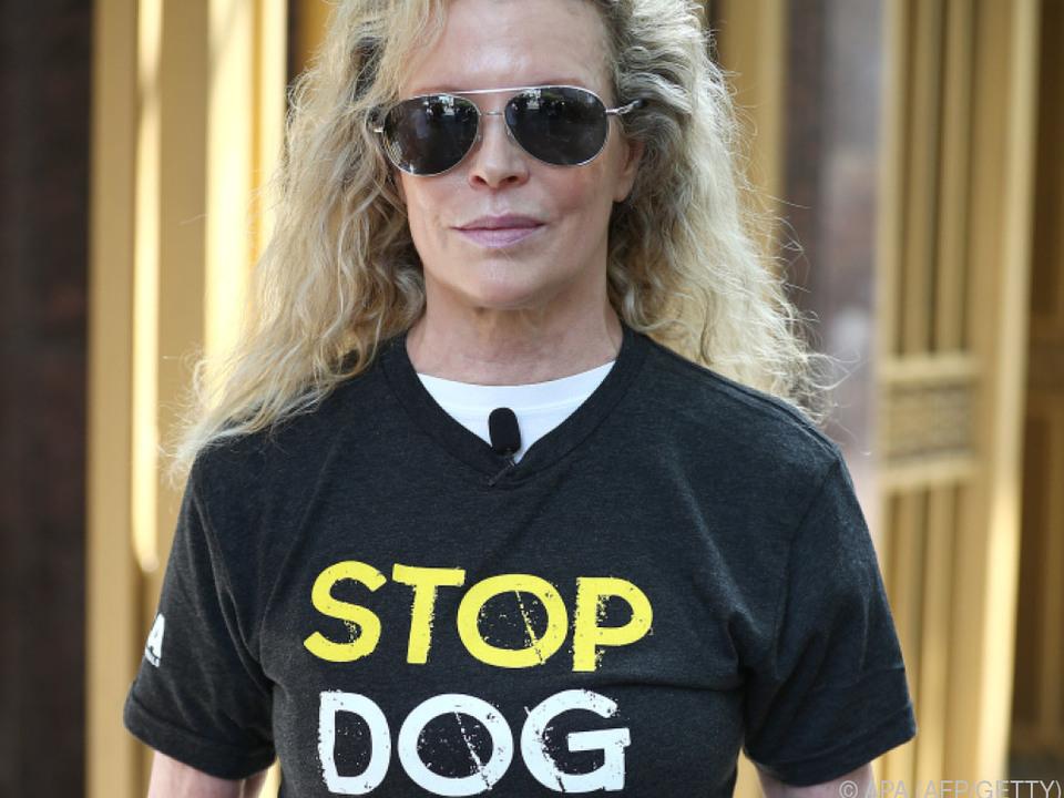 Kim Basinger macht sich gegen Hundefleischverzehr stark