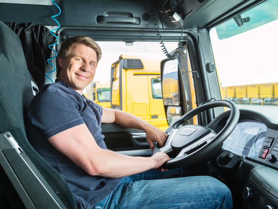 LKW Fahrer (c) Shutterstock