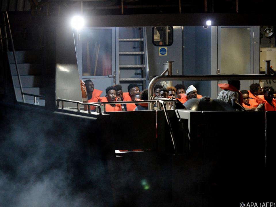 Maltesisches Schiff nimmt 44 Flüchtlinge von der \