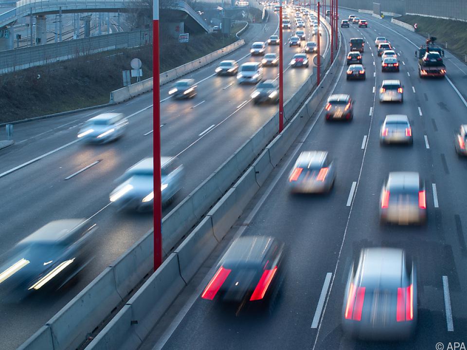 Müll auf Autobahnen kann auch Unfälle verursachen