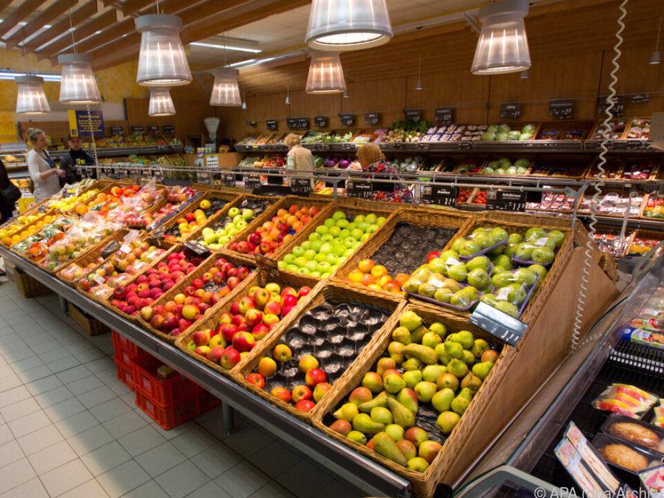 Obst- und Gemüseabteilung in einem Supermarkt