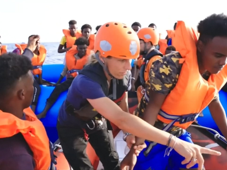 Vor Libyen: Deutsches Schiff nimmt 65 Flüchtlinge auf