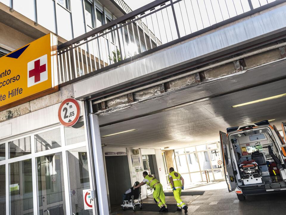 erste hilfe bozen krankenhaus weißes kreuz