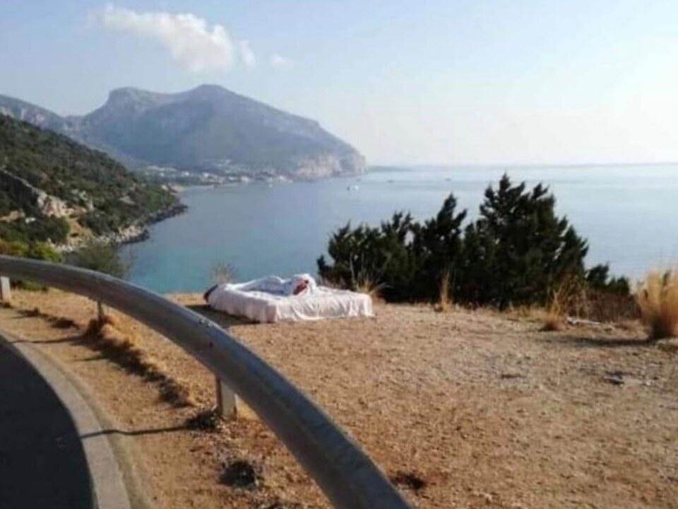 Romantisch Aber Strafbar Ein Bett Das Meer Und Der