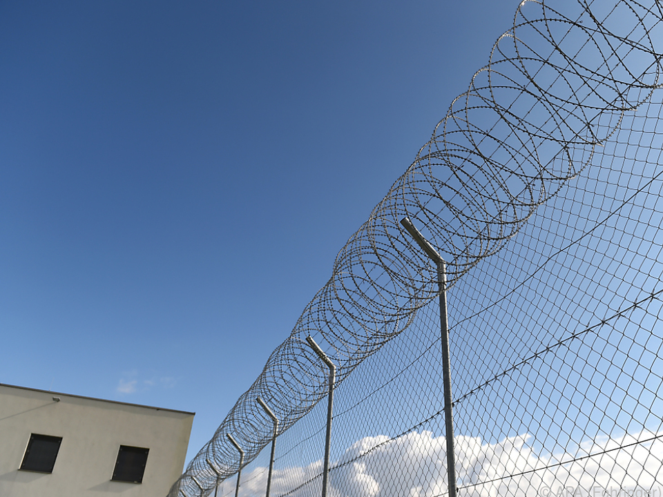 Der Verdächitge muss für drei Jahre hinter Gitter