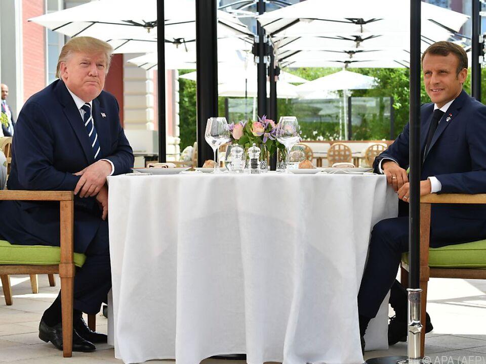 Erst Drohungen, dann Mittagessen: Präsidenten Trump und Macron