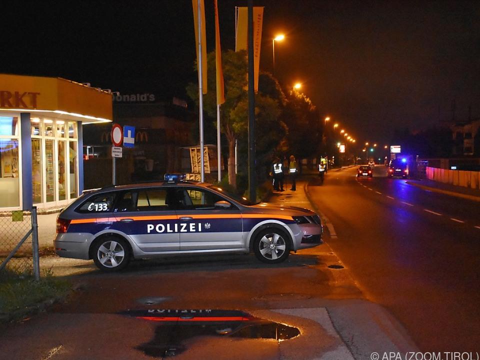 Polizeiauto beim Tatort in Wörgl