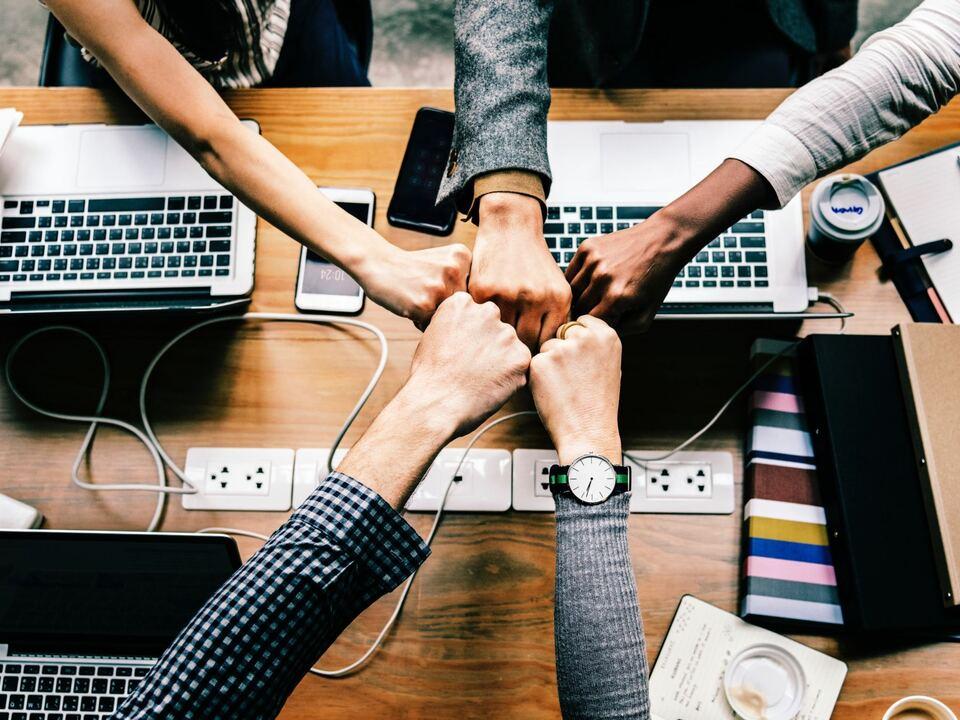 zusammenarbeit team job büro computer gemeinsam sym