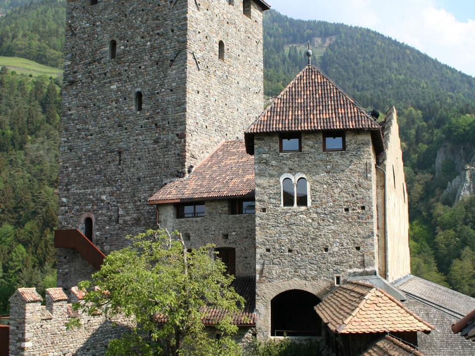Bergfried von Schloss Tirol. Foto Schloss Tirol