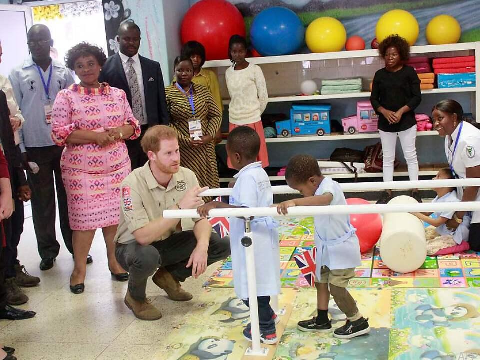 Harry (35) und Ehefrau Meghan (38) befinden sich auf Afrika-Reise