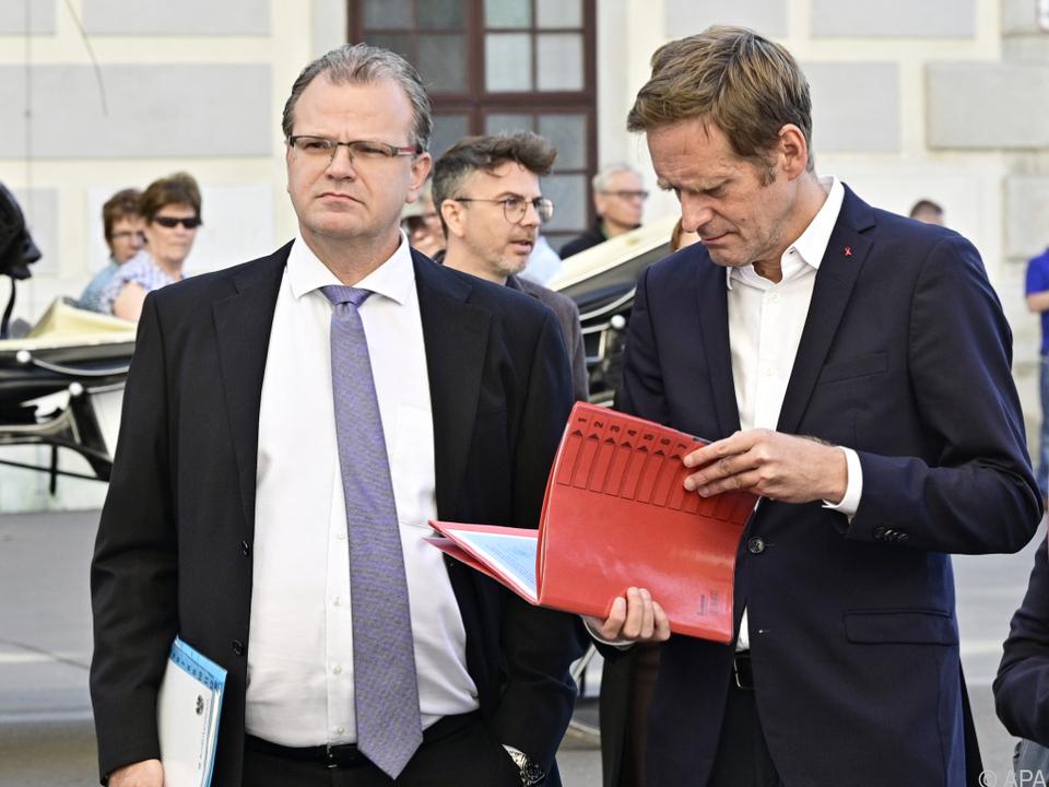 Jenewein (l.) von der FPÖ traut den Worten der ÖVP nicht