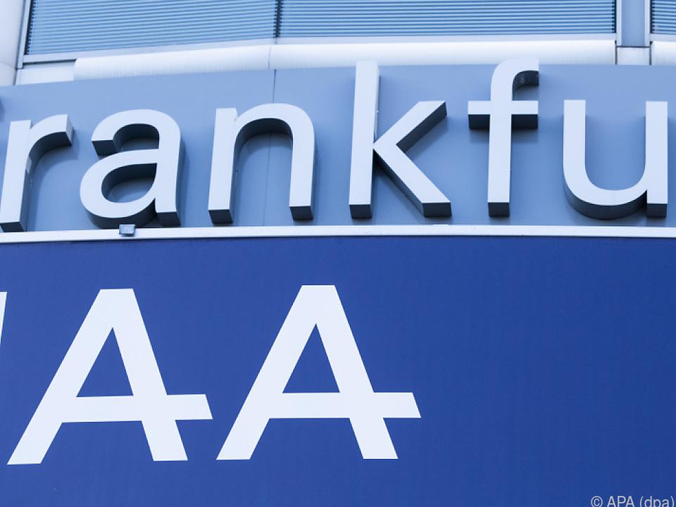 Kanzlerin Merkel eröffnet die Automesse in Frankfurt