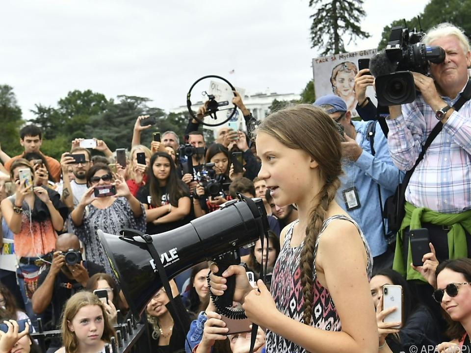 Thunberg und ihre Mitstreiter vor dem Weißen Haus
