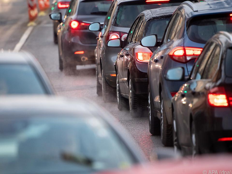 Viel mehr Autoverkehr in Österreich seit 2010 verkehr stau sym
