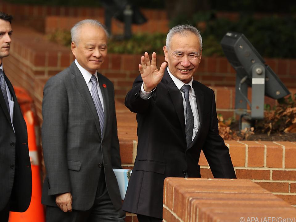Chinas Vize-Premierminister Liu He (rechts) ist optimistisch