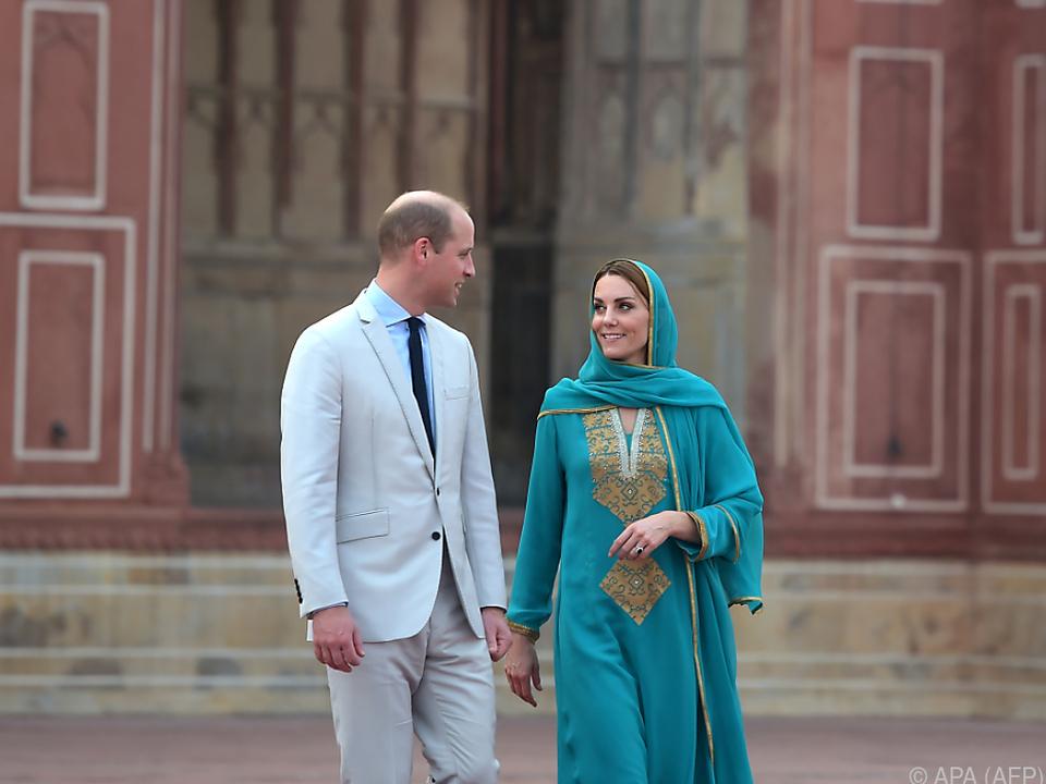Die Royals vor der historischen Badshahi-Moschee