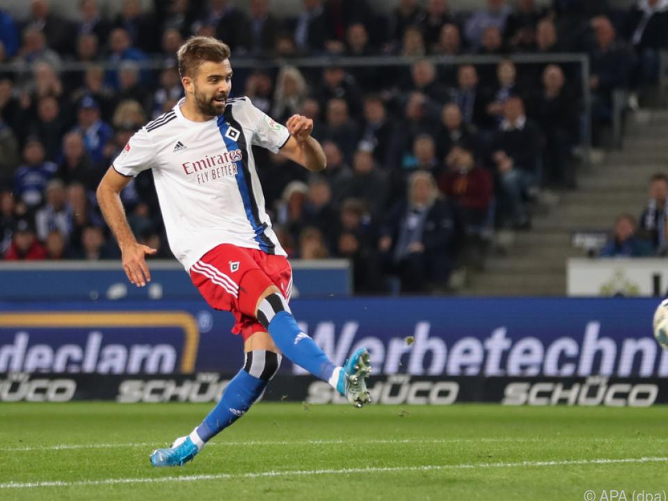 Lukas Hinterseer trifft zum 1:0 für den HSV in Bielefeld