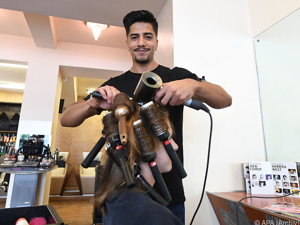 Asylwerber aus Afghanistan bei Ausbildung als Friseur