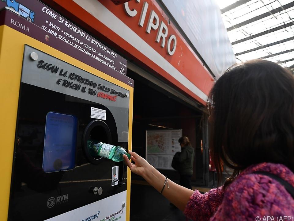 Auch Plastikflaschne werden recycelt