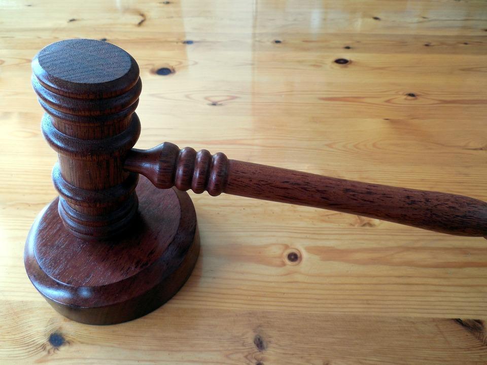 Hammer Gericht Richter