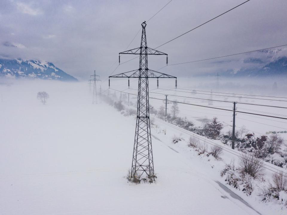 Stromausfälle und gesperrte Straßen als Folge der Wetterlage