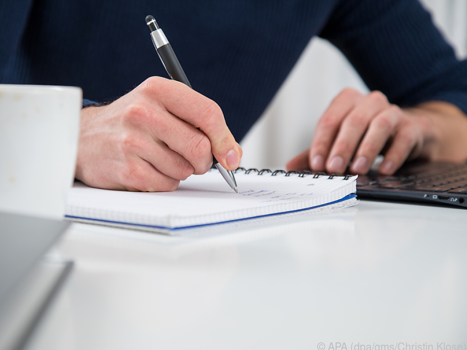 Der klassische Weg: Zu Hause sind Schreibblock und Stift schnell zur Hand