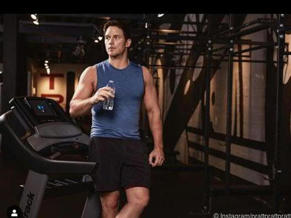 Pratt posierte im Fitnessstudio mit Plastikflasche