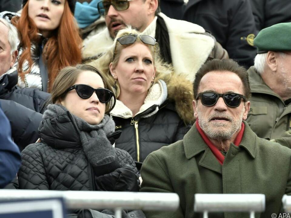 Arnold Schwarzenegger neben seiner Tochter Christina