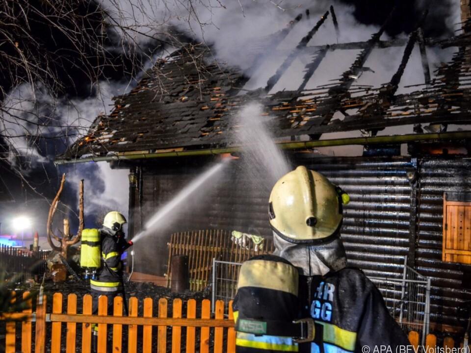 Bei dem Brand eines Einfamilienhauses kamen drei Menschen ums Leben