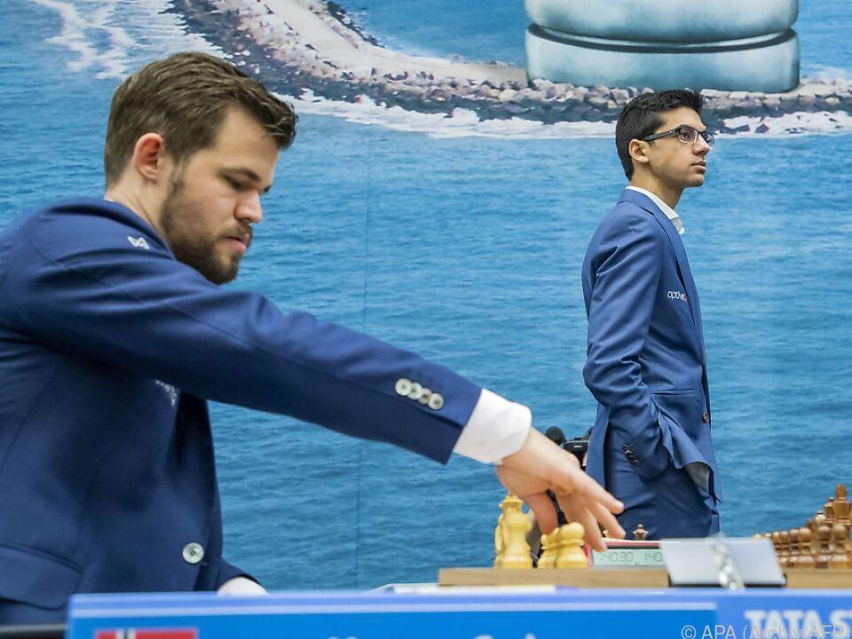 Carlsen beim Turnier in Wijk aan Zee