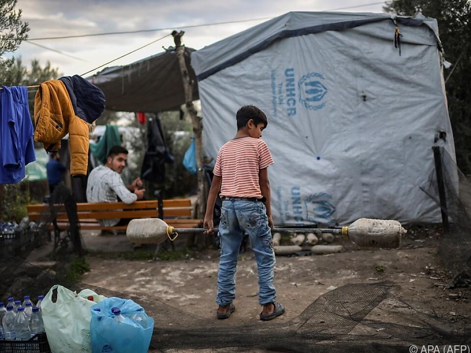 Griechenlands Lager sind überfüllt und die Stimmung aufgeheizt