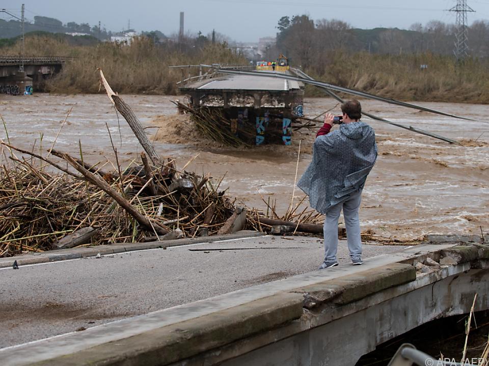 Mehrere Brücken wurden von den Wassermassen zerstört