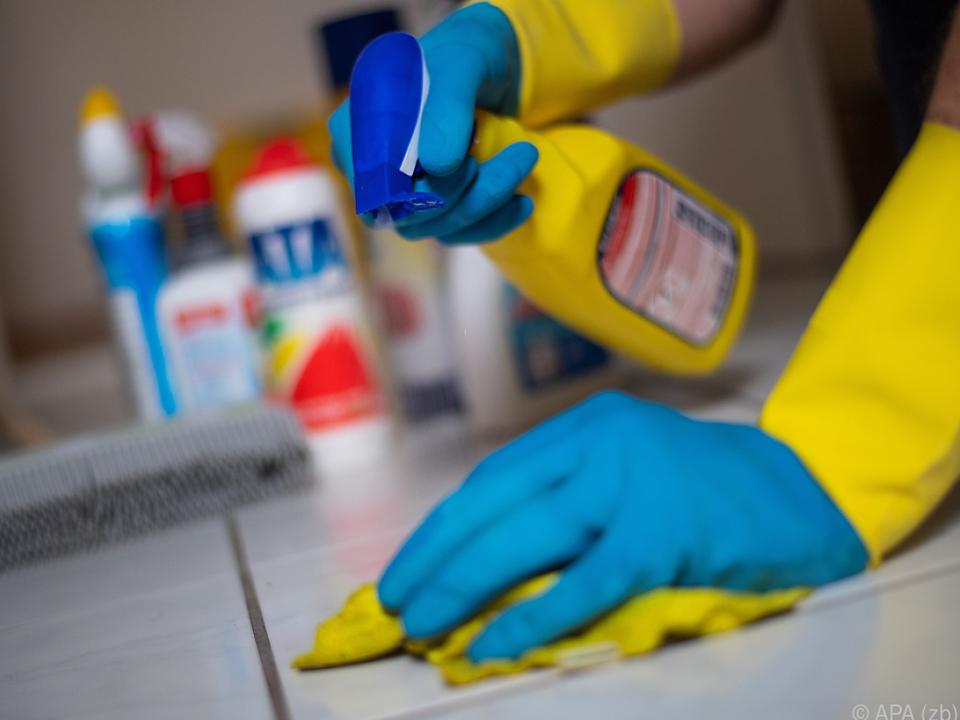 Putzen ist offenbar weiterhin Frauensache reinigung sym